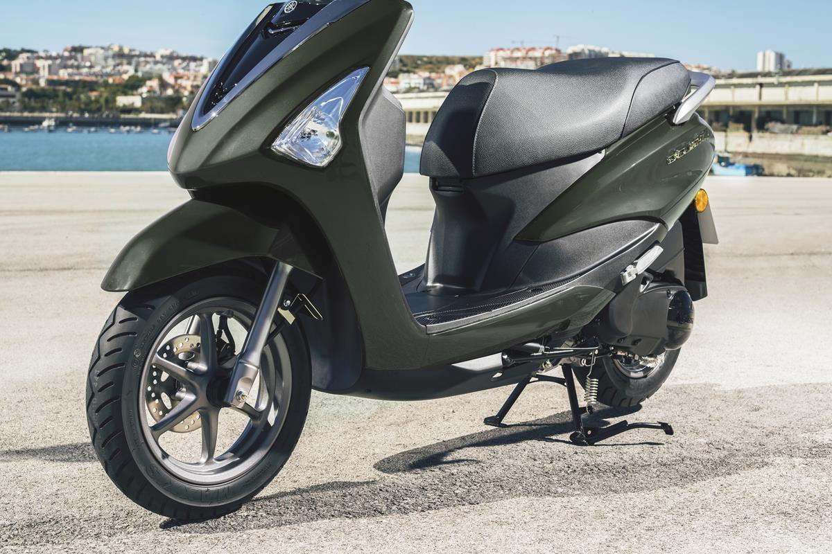 Scooter Yamaha D'elight 125 2018 - Roue avant de 12 pouces et roue arrière de 10 pouces