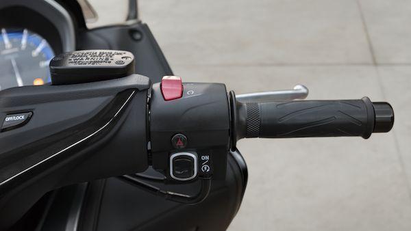 Yamaha 2018 TMAX contrôle traction