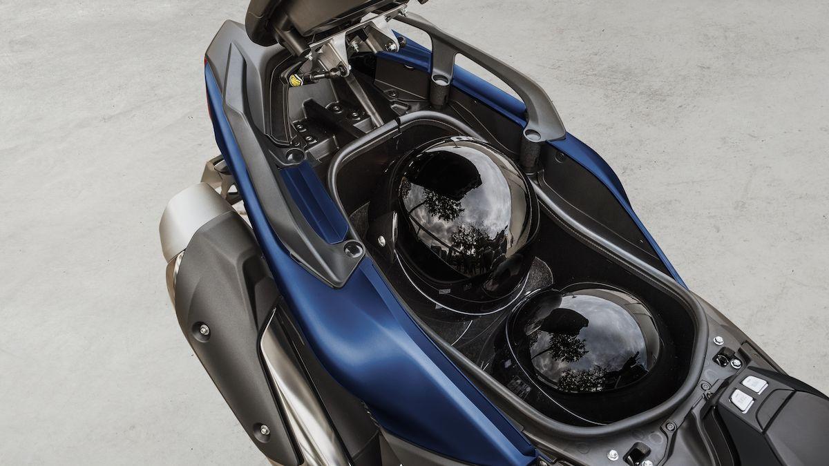 Yamaha 2019 TMAX SX Sport Edition espace rangement